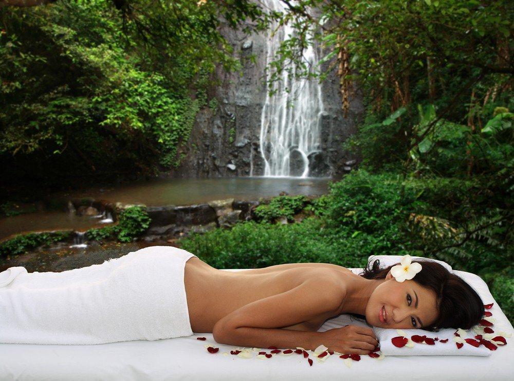 В клубе красоты и загара UVclub скидка 50% на массаж