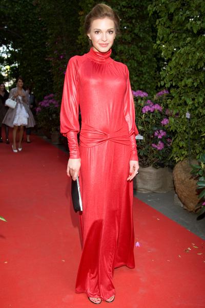 Шутка о женщине в красном платье